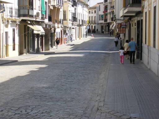 La Puerta de Aguilar sin un solo coche después de la manifestación del 1º de mayo de 2006