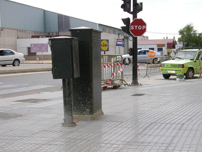 Armario semafórico en la Avenida de Andalucía.