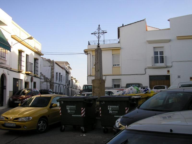 Placeta de la Cruz, con montones de basura alrededor