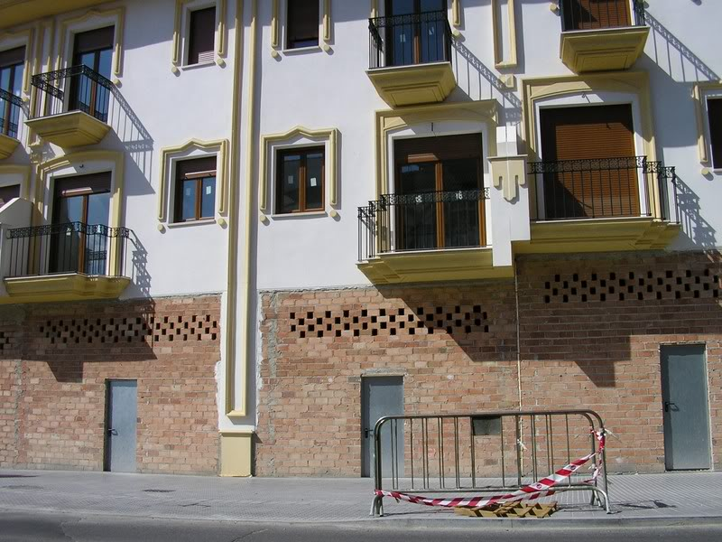Edificio en la Avenida de Andalucía con la estructura mal construída