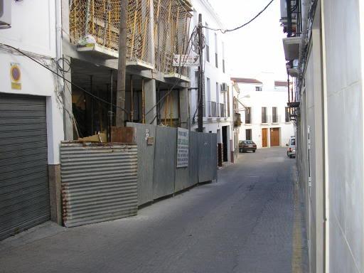 Obra en la calle Juan Colín