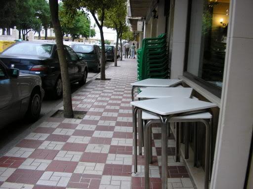Mesas de terraza de bar