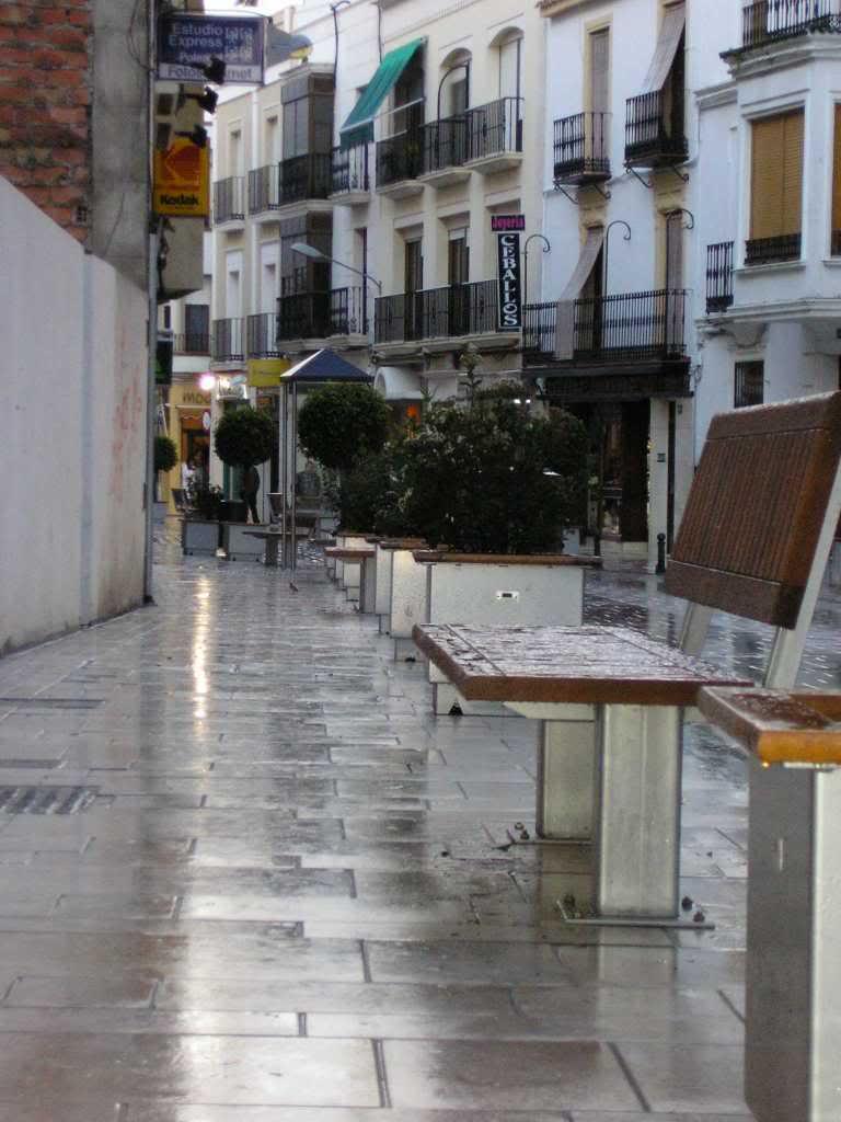Bancos y macetones en La Corredera