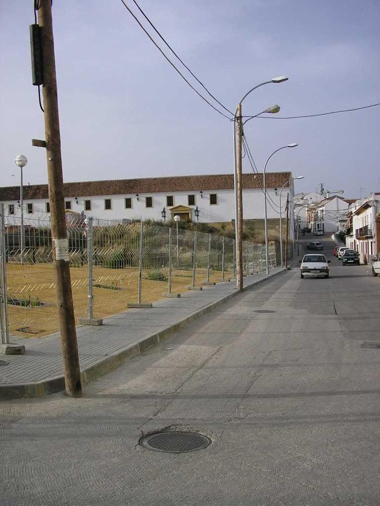 Postes en Juan Colín con Burgueños