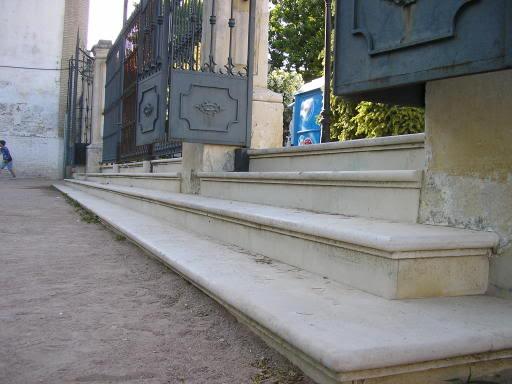Escalera parque en llano palacio
